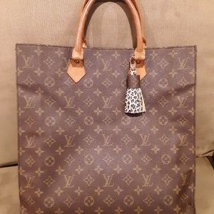 Gorgeous Louis VUITTON Vintage piece.